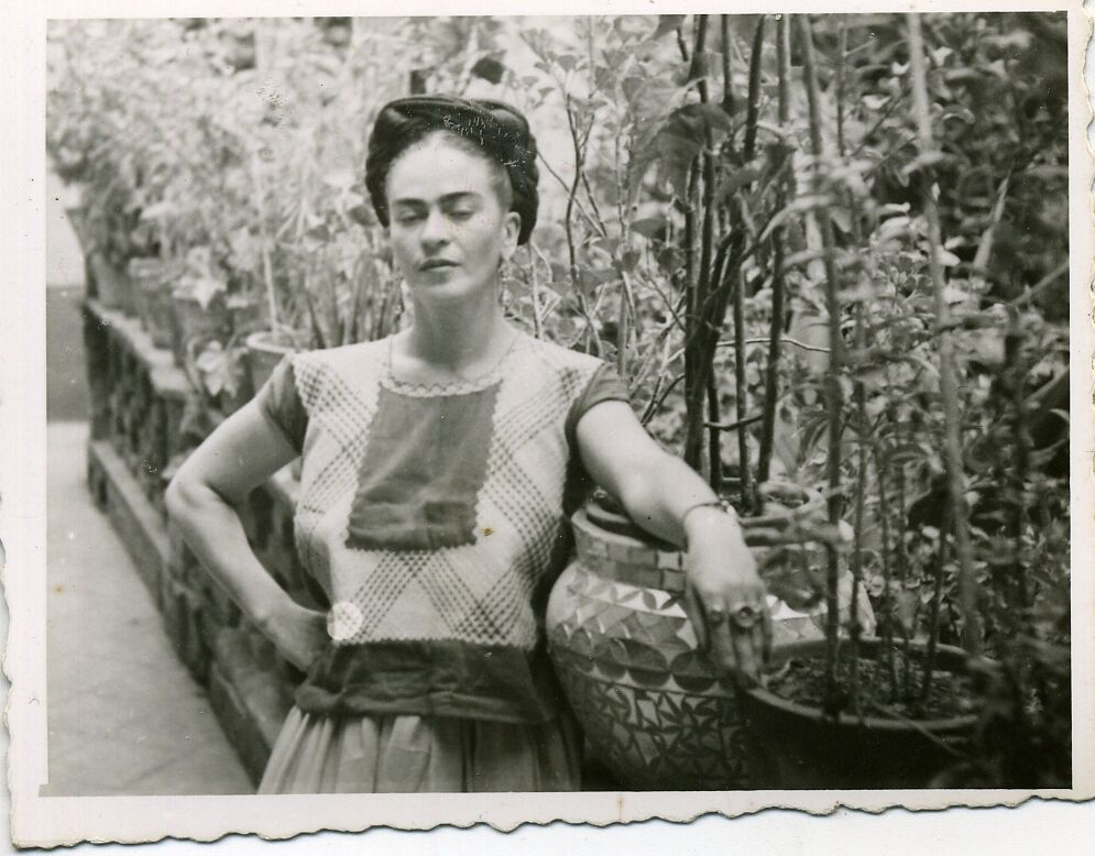 Friday Kahlo in her garden. Courtesy of Museo Frida Kahlo.