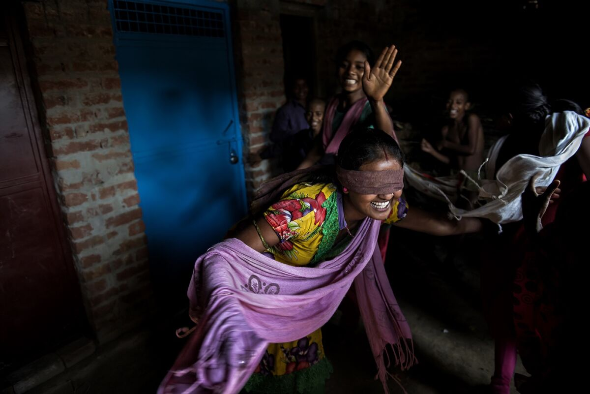 Nirma, 16, plays with her friends and cousins in Shravasti, Uttar Pradesh, India. Nirma is married to Rakesh from a nearby village. Photo by Saumya Khandelwal. Courtesy of the artist.