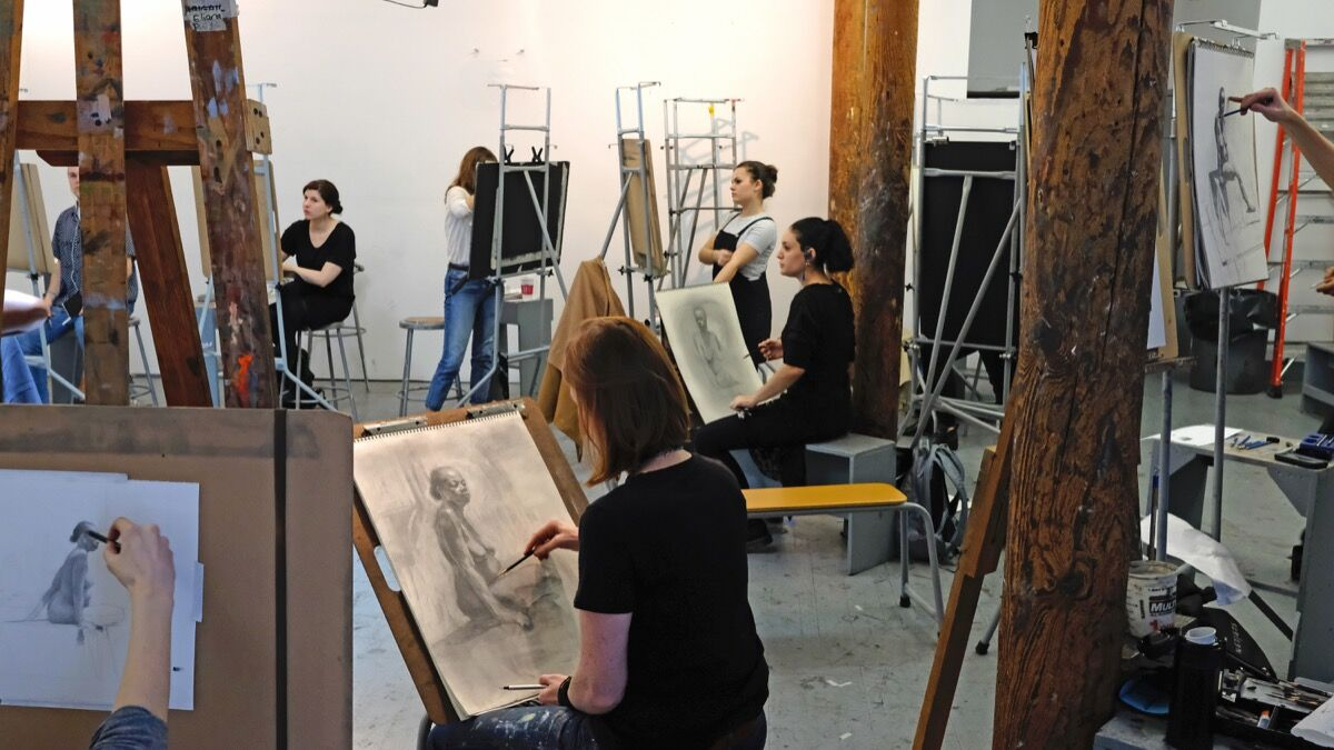 MFA students working in Michael Grimaldi's life drawing class at the New York Academy of Art, 2018. Courtesy of the New York Academy of Art.
