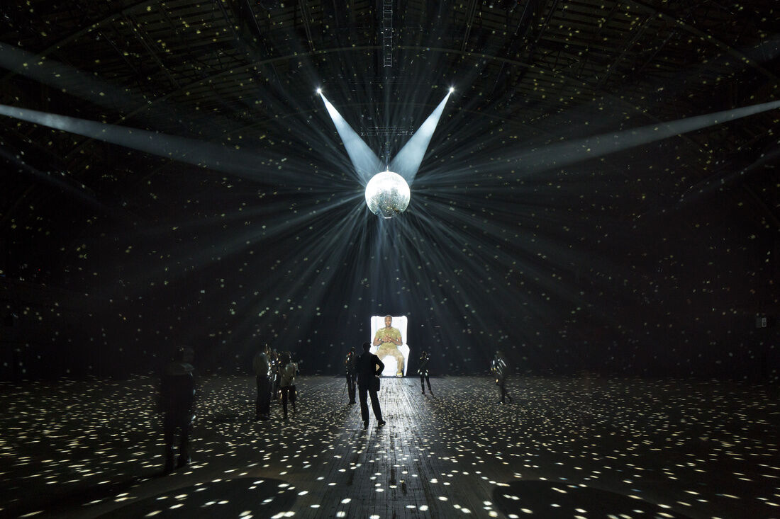 "Laurie Anderson's ""Habeas Corpus"" at the Park Avenue Armory, October 2–4, 2015. Photo by James Ewing, courtesy of the Park Avenue Armory."