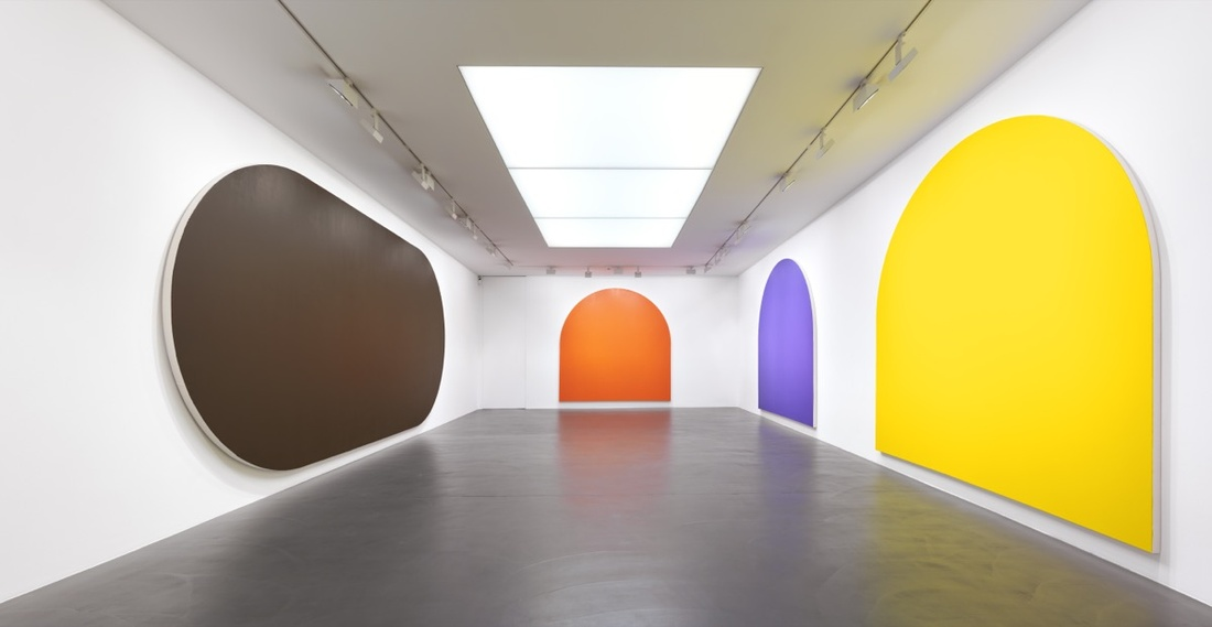 Installation view of Olivier Mosset at Galerie Andrea Caratsch. Photo courtesy of the gallery.
