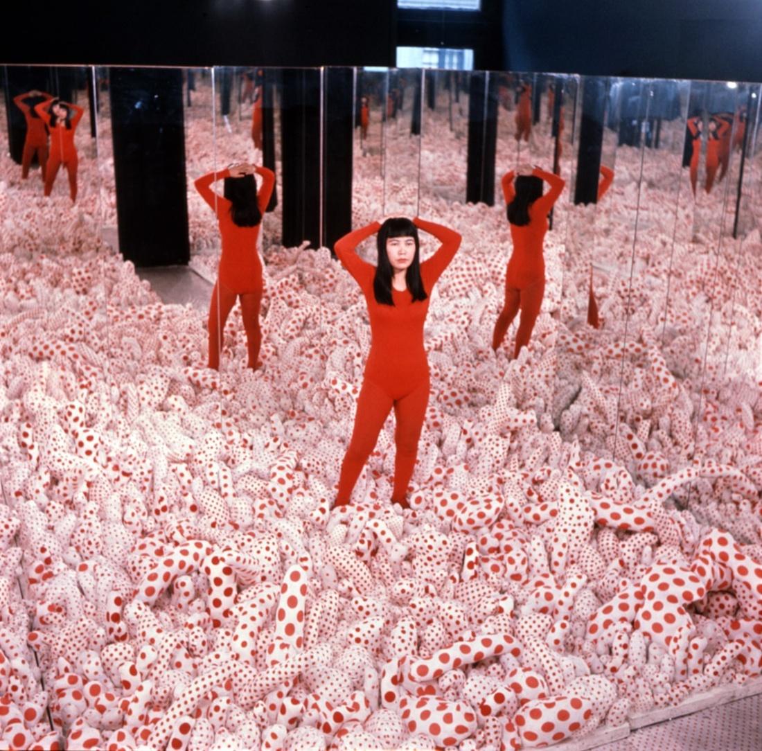 Yayoi Kusama,Infinity Mirror Room—Phalli's Field, 1965. Courtesy of Ota Fine Arts, Tokyo/Singapore; Victoria Miro, London; David Zwirner, New York. Photo by Eikoh Hosoe. © Yayoi Kusama.