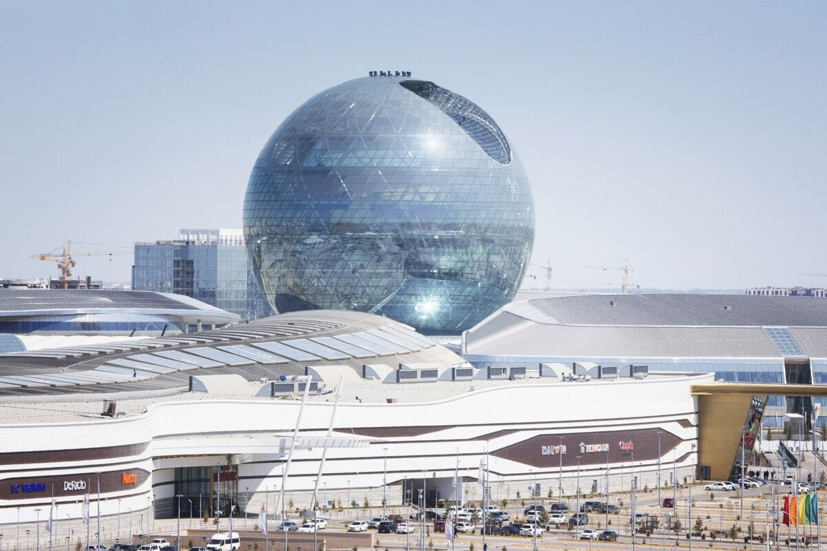 Kazakhstan Pavillion and World Expo 2017 area in construction. Designed by Adrian Smith and Gordon Gill Architecture. Photo © Gunnar Knechtel. Courtesy of the artist.