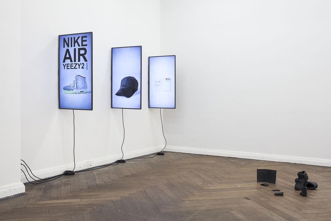 "Installation view of ""Digitale Demenz (Artificial Intelligence),"" 2015. Photo by Otto Felber, courtesy of EIGEN + ART Lab."
