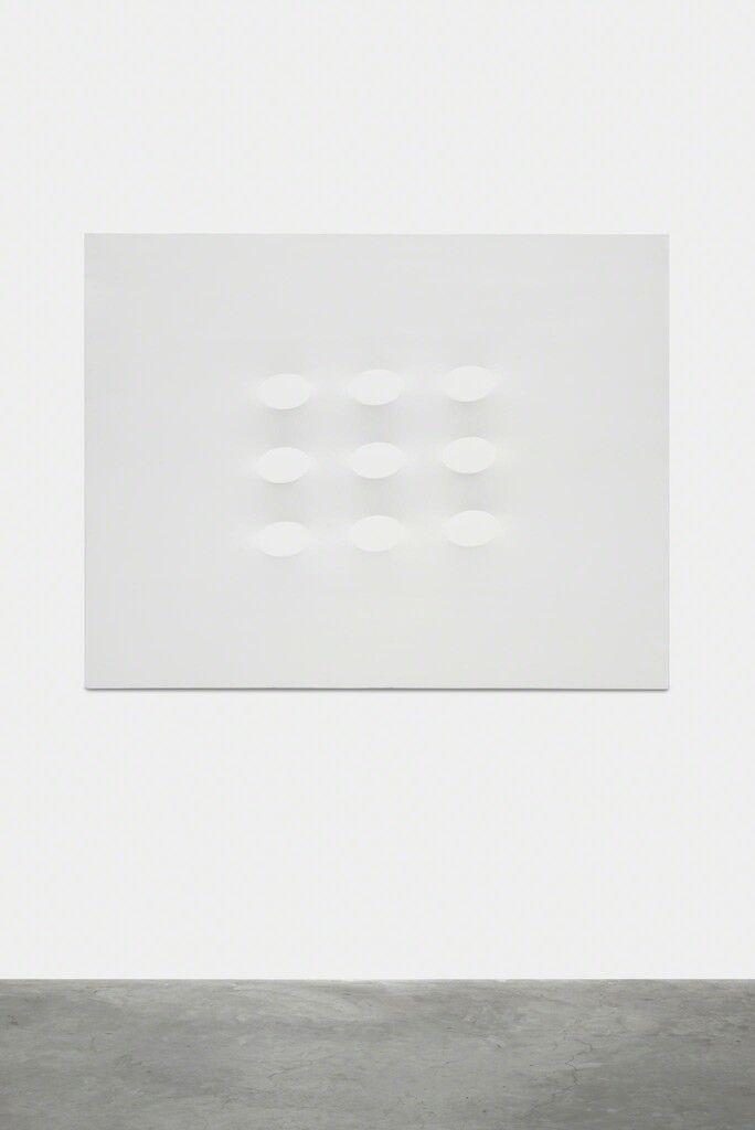 Nove ovali bianchi