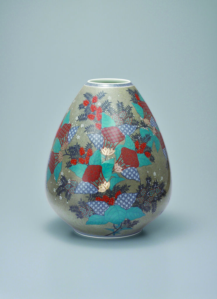 Vase with Zuika (Mullein) Flower Patterns