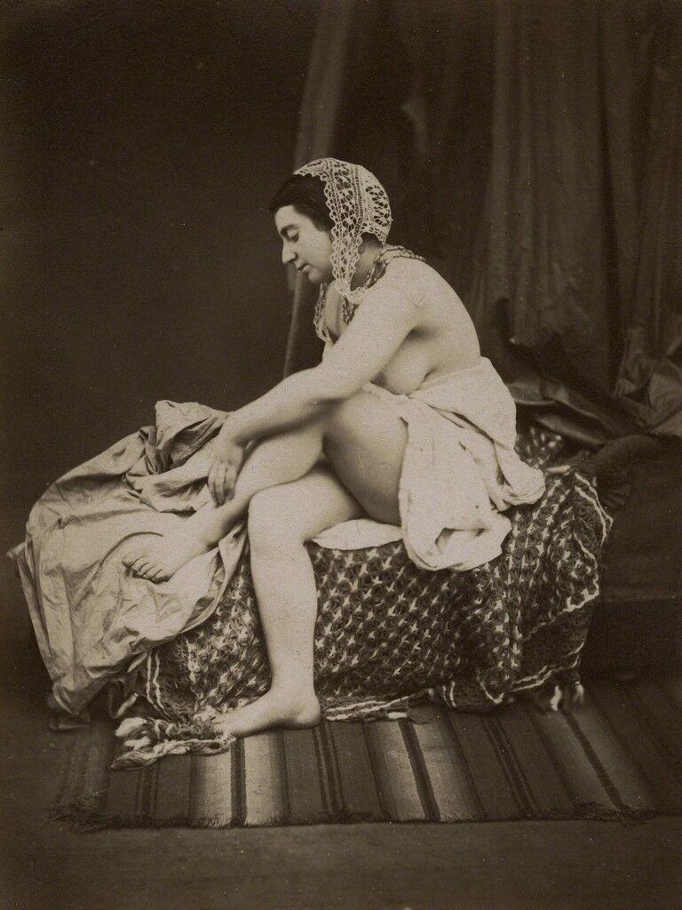 Desnudo femenino en chaise lounge