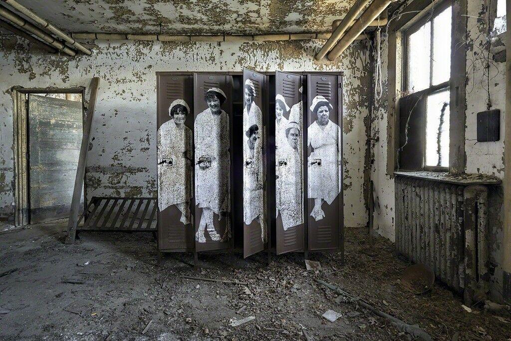Unframed, Nurses at Ellis Island Hospital revu par JR, U.S.A., 2014