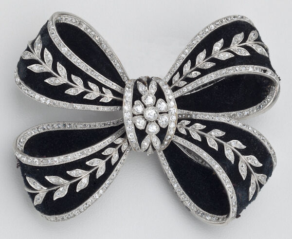 Bowknot brooch