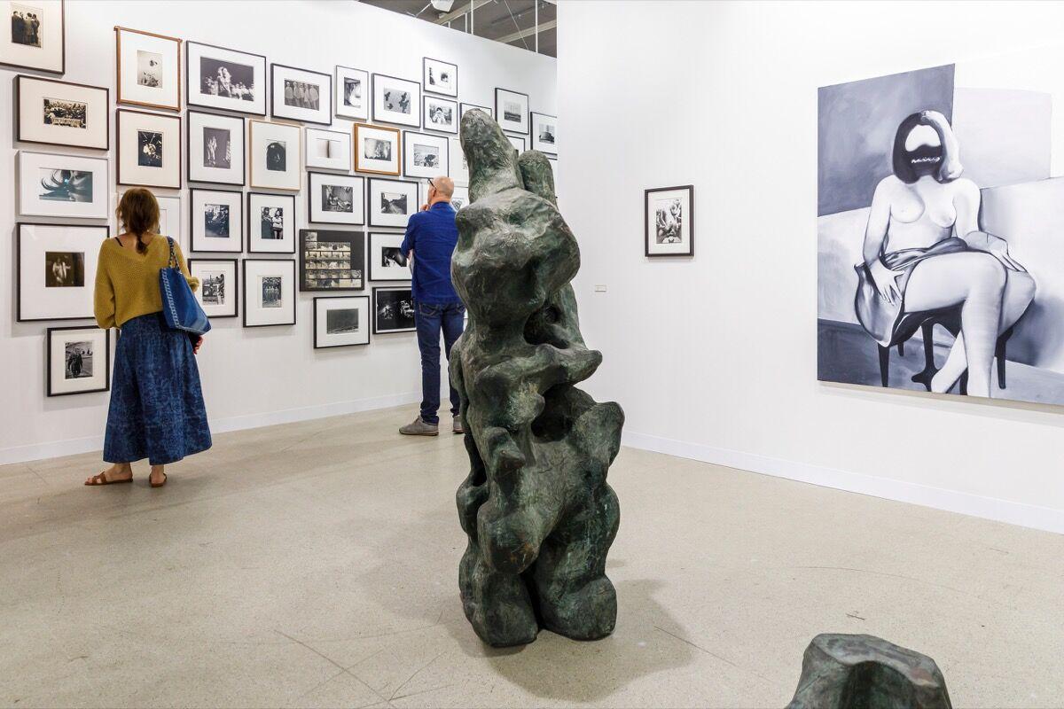 Vista da instalação do estande da Taka Ishii Gallery na Art Basel, 2019. Cortesia da Art Basel.