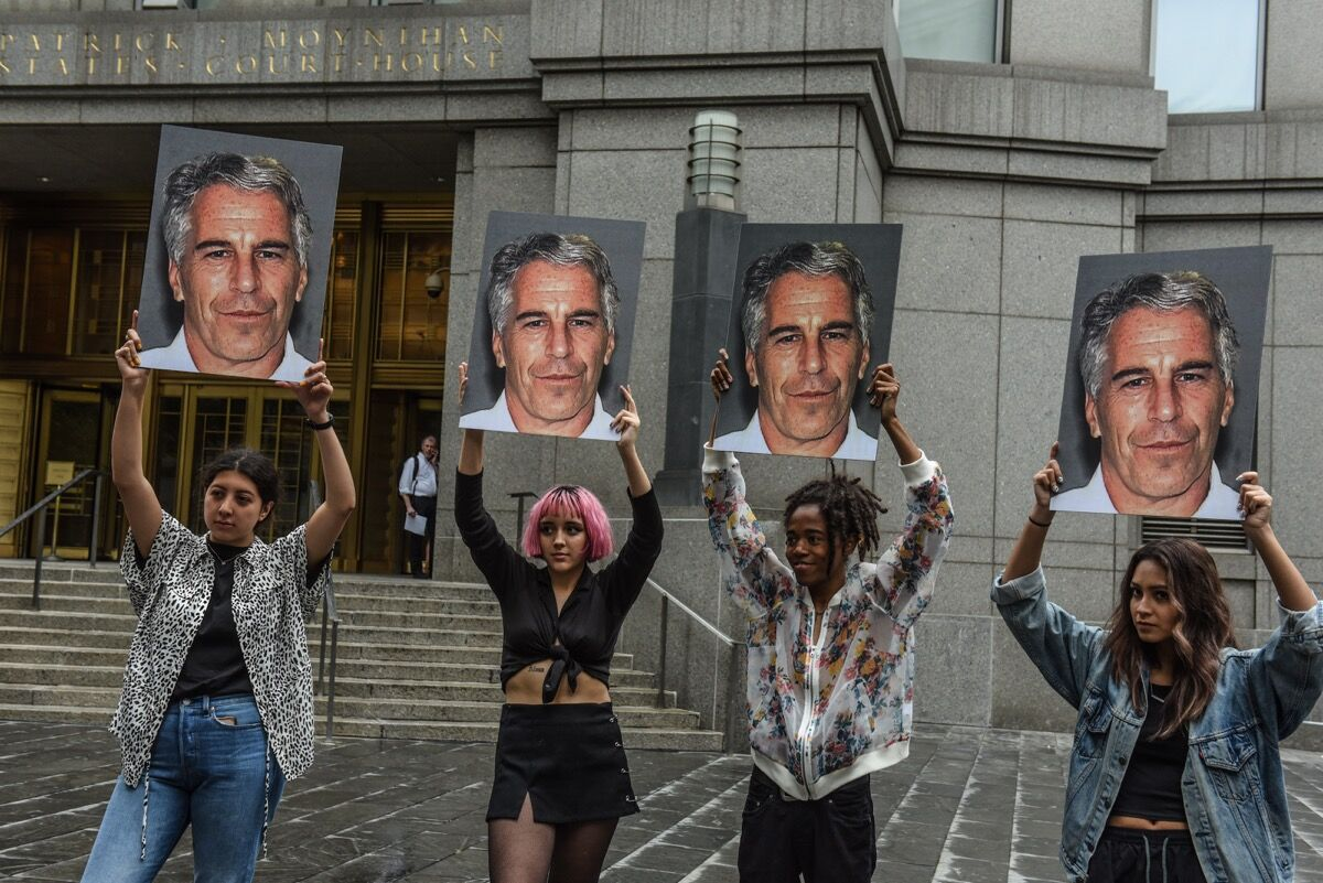 Protesters in front of the Federal courthouse on July 8, 2019. Photo by Stephanie Keith/Getty Images.