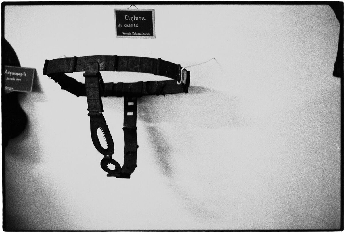 Zoe Leonard, Chastity Belt, 1990/93. Courtesy of the artist, Galerie Gisela Capitain, Cologne, and Hauser & Wirth, New York.