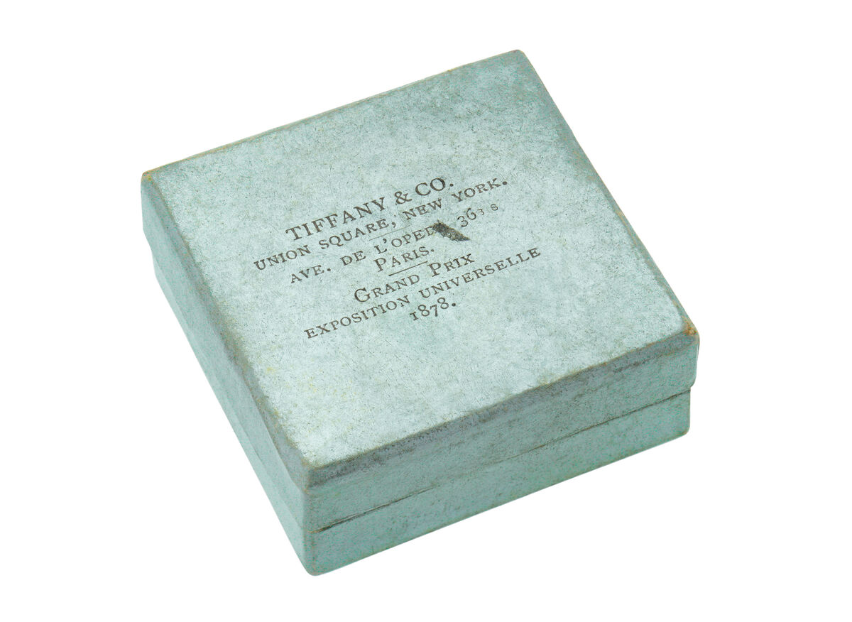 1878 Tiffany Blue Box® notes the grand prize win at the Paris World's Fair. © Tiffany & Co. Courtesy of the Tiffany & Co. Archives.