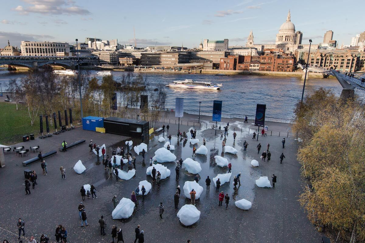 Olafur Eliasson and Minik Rosing, Ice Watch, 2018. Blocks of glacial ice outside Tate Modern. Supported by Bloomberg; Installation: Bankside. Photo by Charlie Forgham Bailey. © 2018 Olafur Eliasson and Minik Rosing.