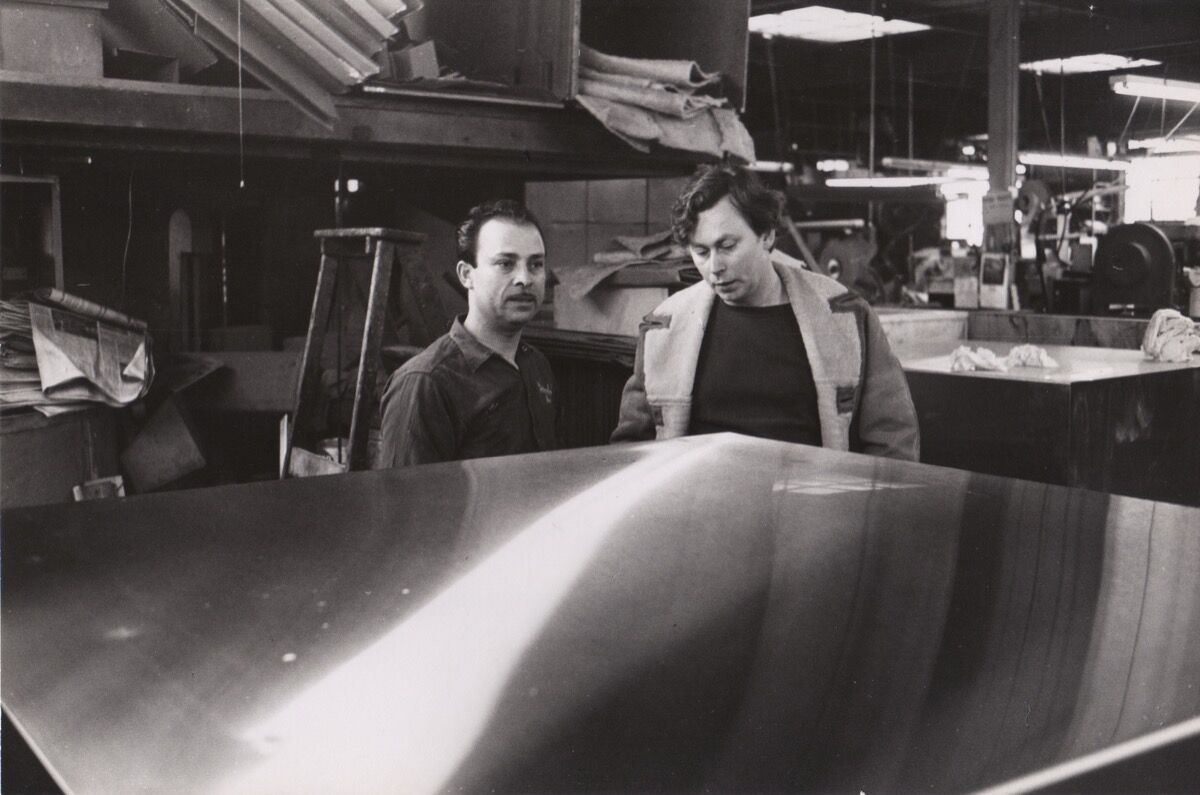 José Otero and Donald Judd at Bernstein Brothers, Inc., New York, 1968. Photo © Elizabeth Baker. Courtesy of the Judd Foundation.