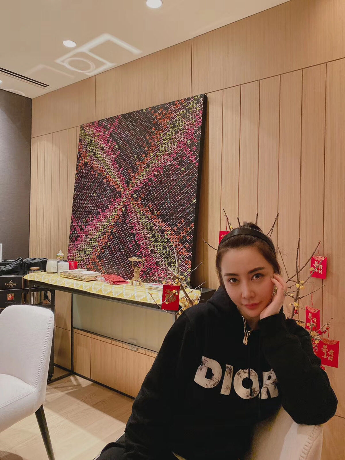 Portrait of Kylie Ying with Ding Yi, Appearance of Crosses 2017-15, 2017. Courtesy of Kylie Ying.