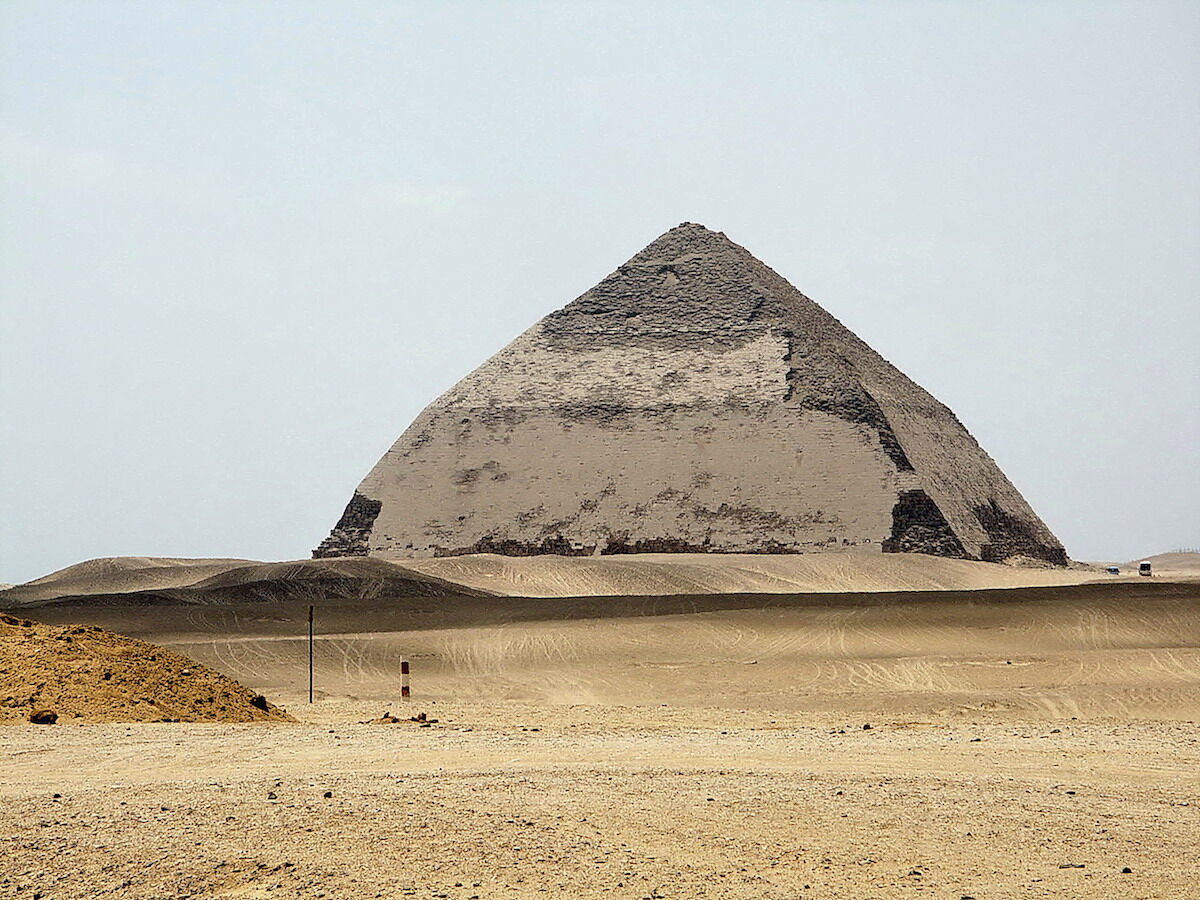 The Bent Pyramid. Photo by lienyuan lee, via Wikimedia Commons.