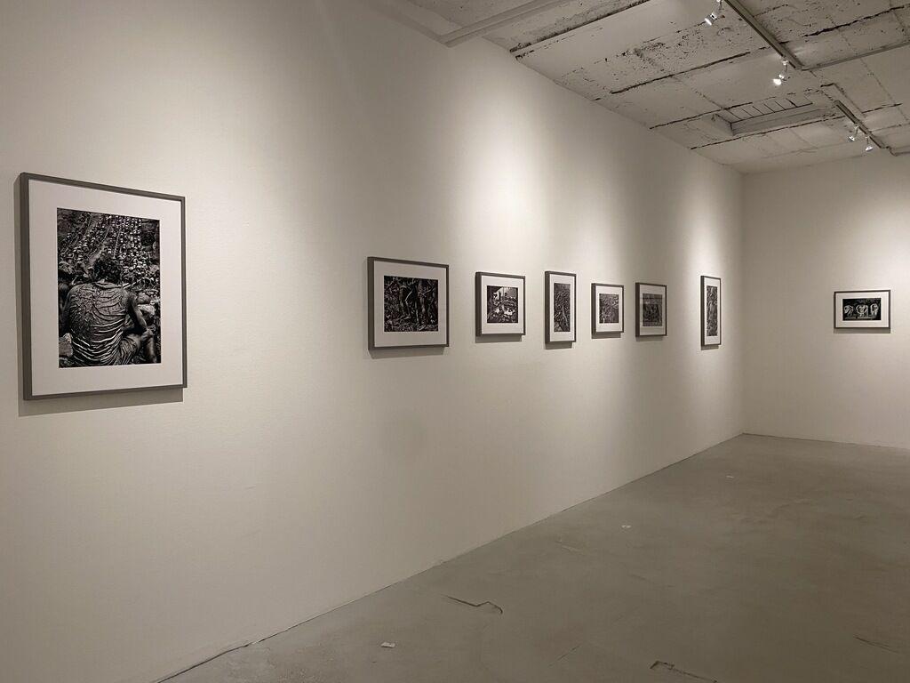 "Installation view of Joseph Rodriguez's ""Taxi"" Series and Sebastião Salgado's ""GOLD"" at Galerie Bene Taschen, 2020. Courtesy of Galerie Bene Taschen, Cologne."