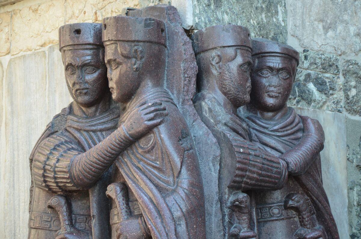 Los cuatro tetrarcas, siglo IV a. C. Foto de Carole Raddato a través de Wikimedia Commons.