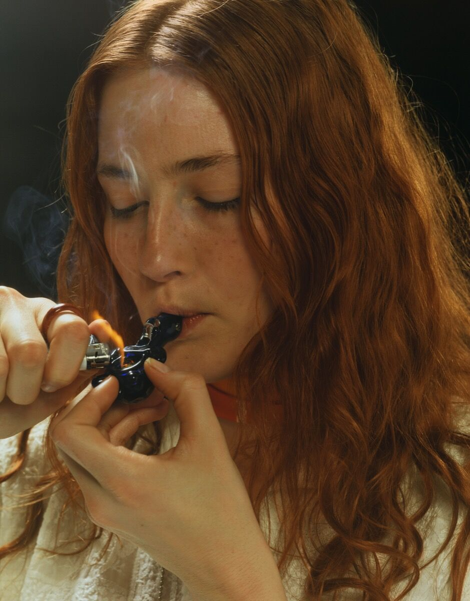 Roe Ethride, Sarah Beth with Pipe, 2006. Courtesy of the artist and Andrew Kreps Gallery, New York.
