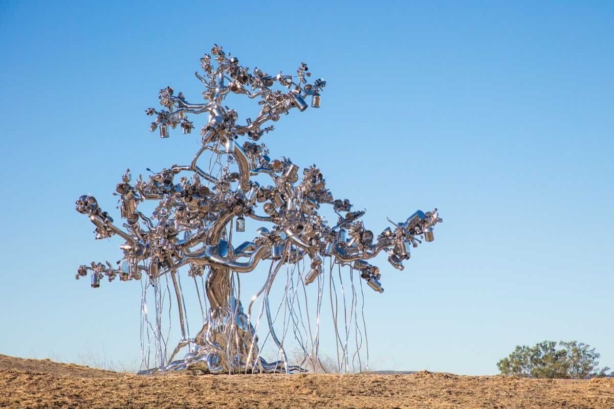Subodh Gupta, People Tree, 2017. Courtesy of the Donum Estate.
