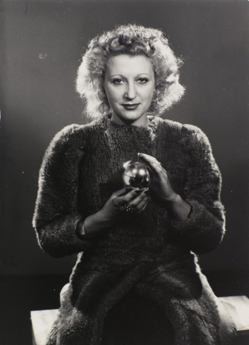 Man Ray, Jacqueline Lamba, 1930.