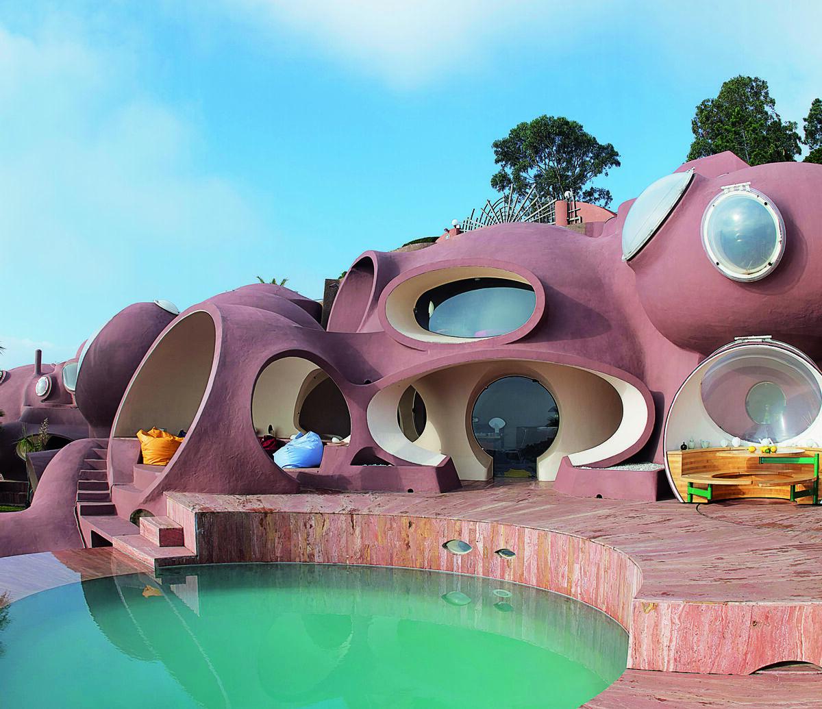 Antti Lovag, Bubble Palace, 1989, Théoule-sur-Mer, France. Photo Yves Gellie for The Maison Bernard Endowment Fund. Courtesy of Phaidon.