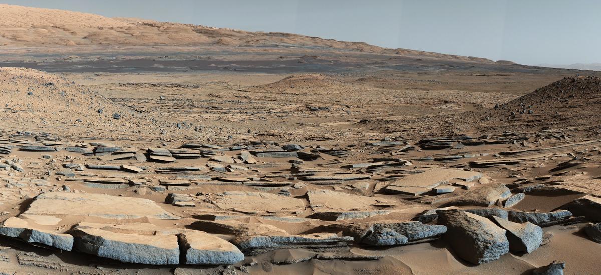 Strata at Mount Sharp Base, 2014. Photo by Curiosity. © NASA/JPL-Caltech/MSSS.