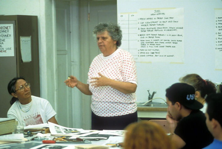 Sister Karen teaching a group of students in the Professional Printmaking Program. Courtesy of Self Help Graphics & Art.