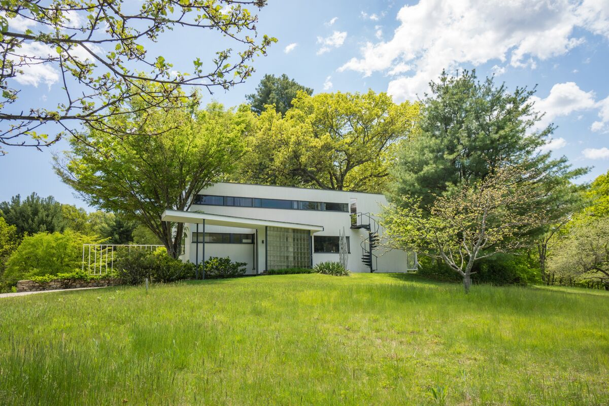 Gropius House, Walter Gropius, Lincoln, MA. Courtesy of Historic New England.