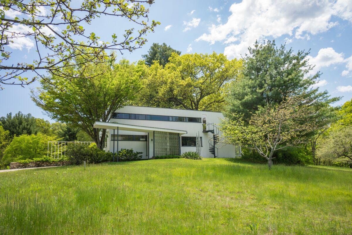 Gropius House, Walter Gropius, Lincoln, MA. Courtesy of Historic New England.