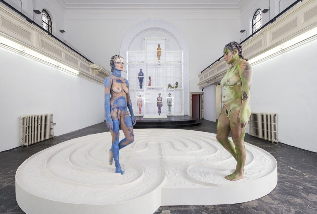 Donna Huanca,SCAR CYMBALS, 2016, performance view. Commissioned by Zabludowicz Collection. Courtesy of the artist and Peres Projects. Photo by Thierry Bal.