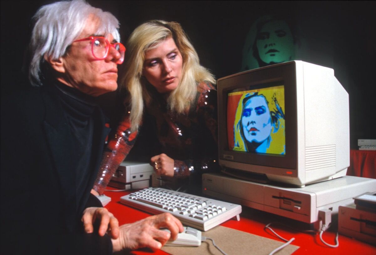 Andy Warhol drawing Debbie Harry on an Amiga computer. Photo by Allan Tannenbaum.