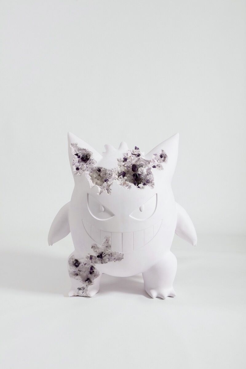 Daniel Arsham, Amethyst Crystallized Large Gengar, 2020. Photo by Guillaume Ziccarelli. Courtesy of the artist and Perrotin. ©2021 Pokemon. ©1995–2021 Nintendo/Creatures Inc./GAME FREAK inc.