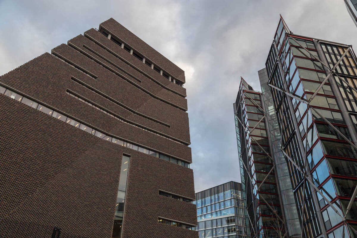 The Tate Modern Switch House (at left) and the NEO Bankside buildings (at right). Photo by Bruno Vanbesien, via Flickr.