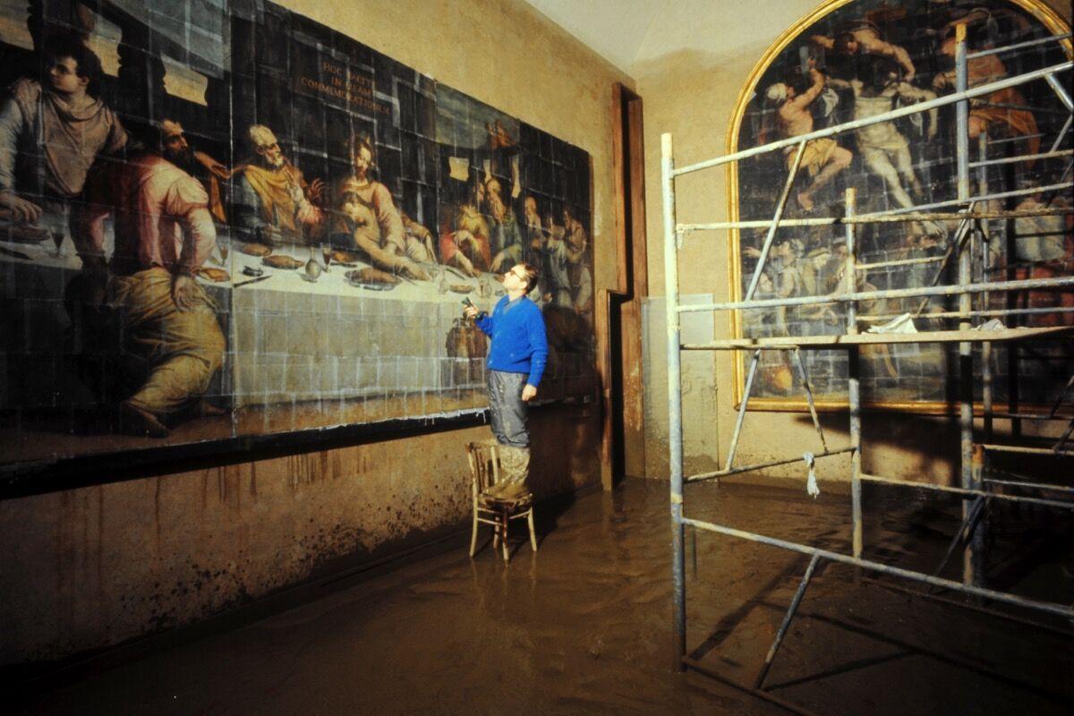 Last Supper by Giorgio Vasari, severely damaged during the flood of 1966. Photo courtesy of Mondadori Portfolio/Archivio Giorgio Lotto/Giogio Lotti.