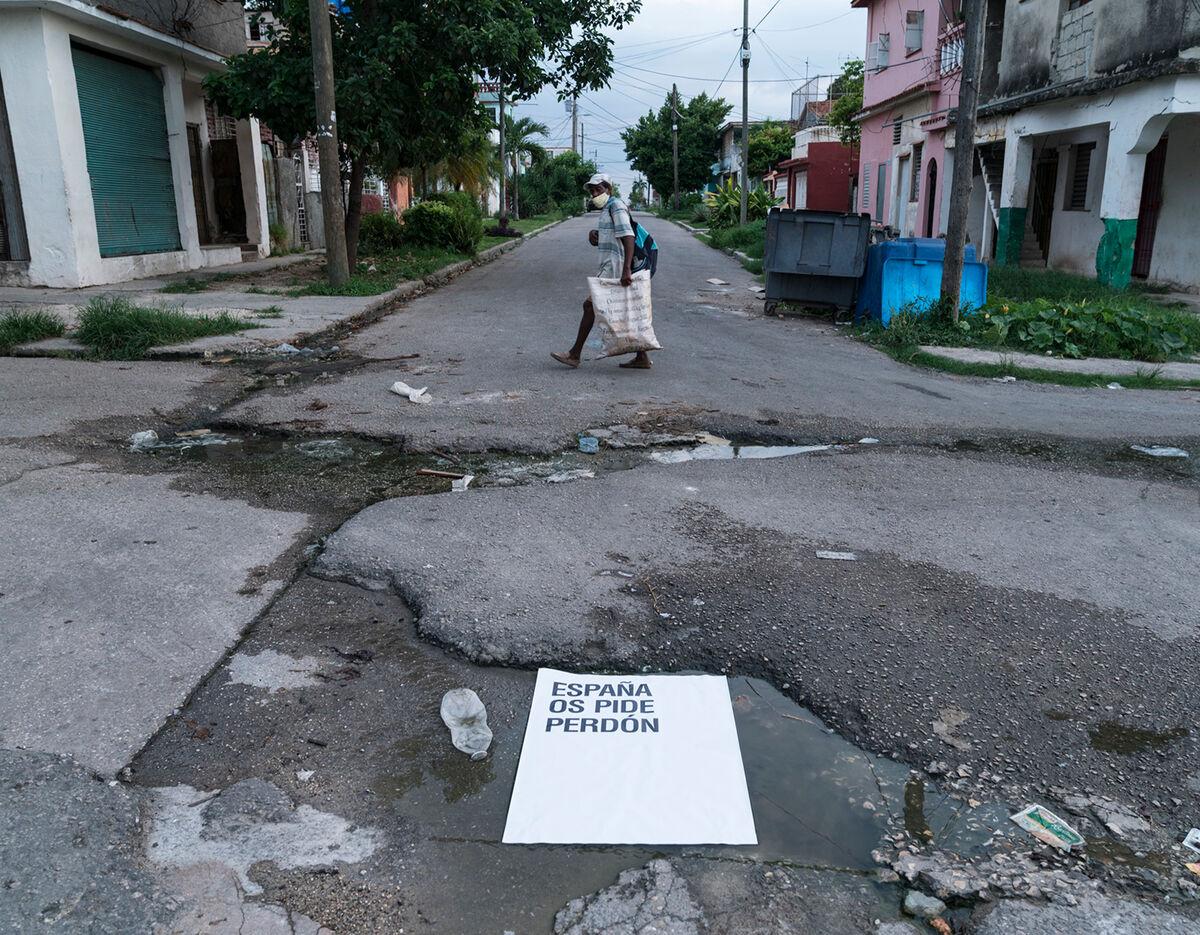 Abel Azcona, installation view of España os pide perdón in Havana, Cuba, 2020. Courtesy of the artist.
