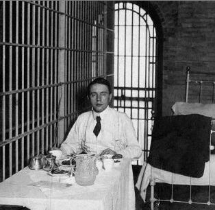Harry Kendall Thaw in jail cell dining on meal catered by Delmonico's. Image via Wikimedia Commons.