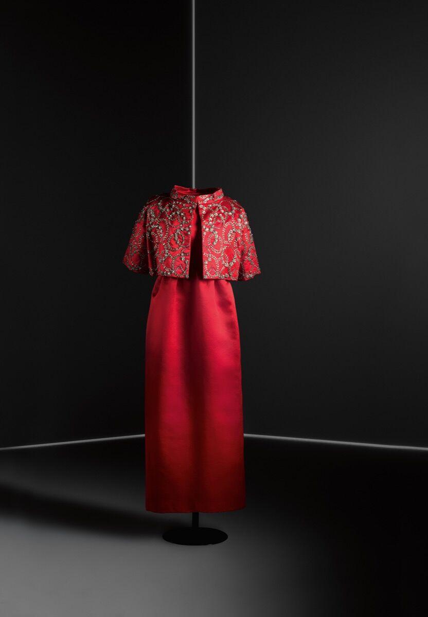 Dress and jacket ensemble, 1960. Image © Jon Cazenave. Courtesy of the Museo Thyssen Bornemisza.