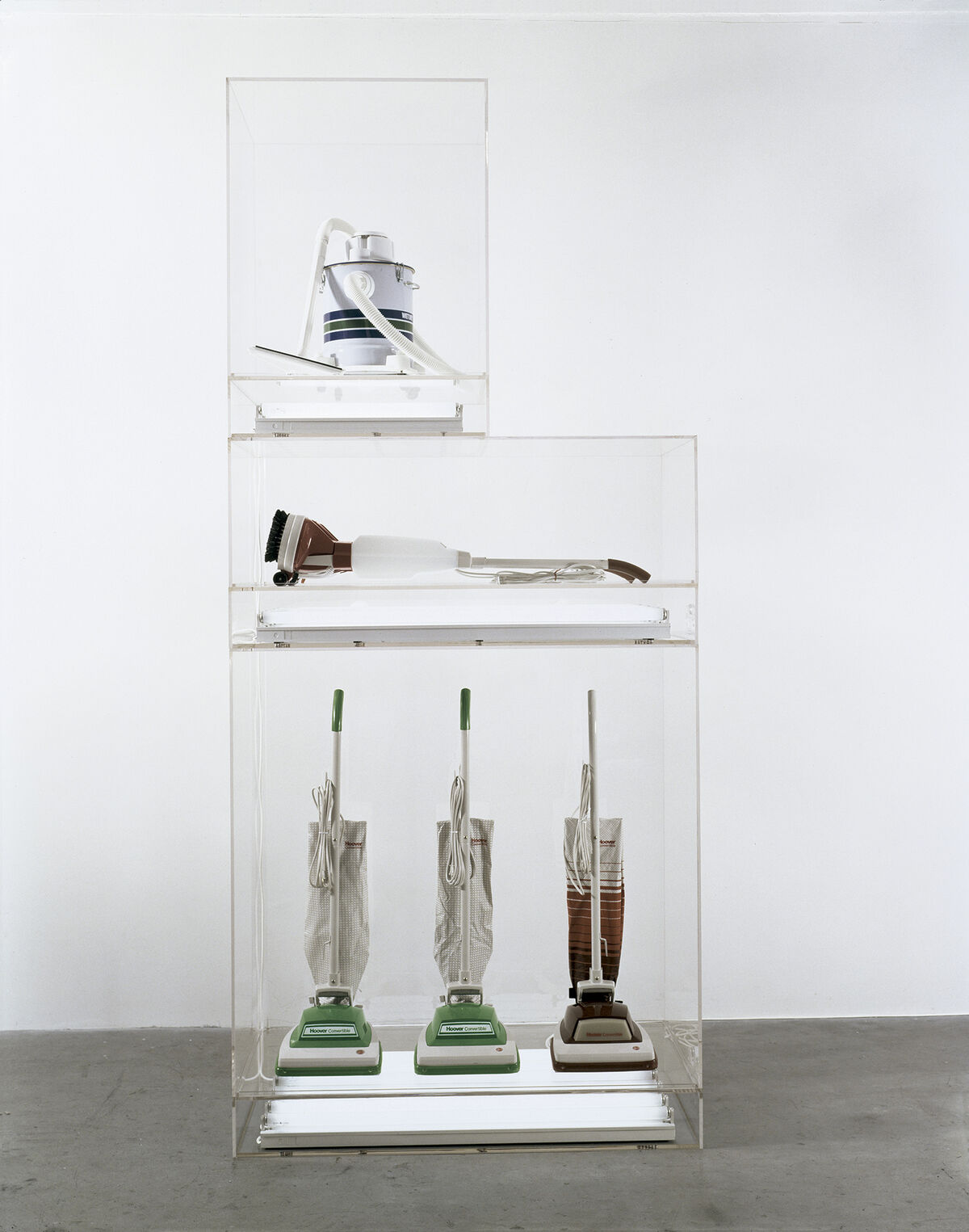 Jeff Koons, New Hoover Convertibles, New Shelton Wet/Drys 5 Gallon, Doubledecker, 1981–1987. © Jeff Koons. Courtesy of the Astrup Fearnley Collection, Oslo, Norway, and Museo Jumex.