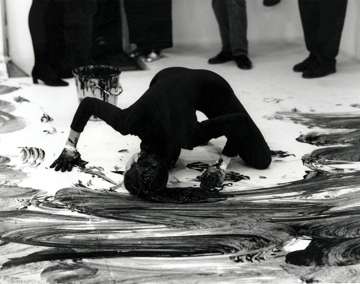 Janine Antoni, Loving Care, 1993. © Janine Antoni.  Photo by Prudence Cumming Associates at Anthony d'Offay Gallery, London, 1993. Courtesy of the artist and Luhring Augustine Gallery.