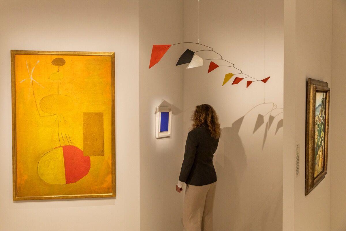 Vista da instalação do estande da Galerie Thomas na Art Basel, 2019. Cortesia da Art Basel.