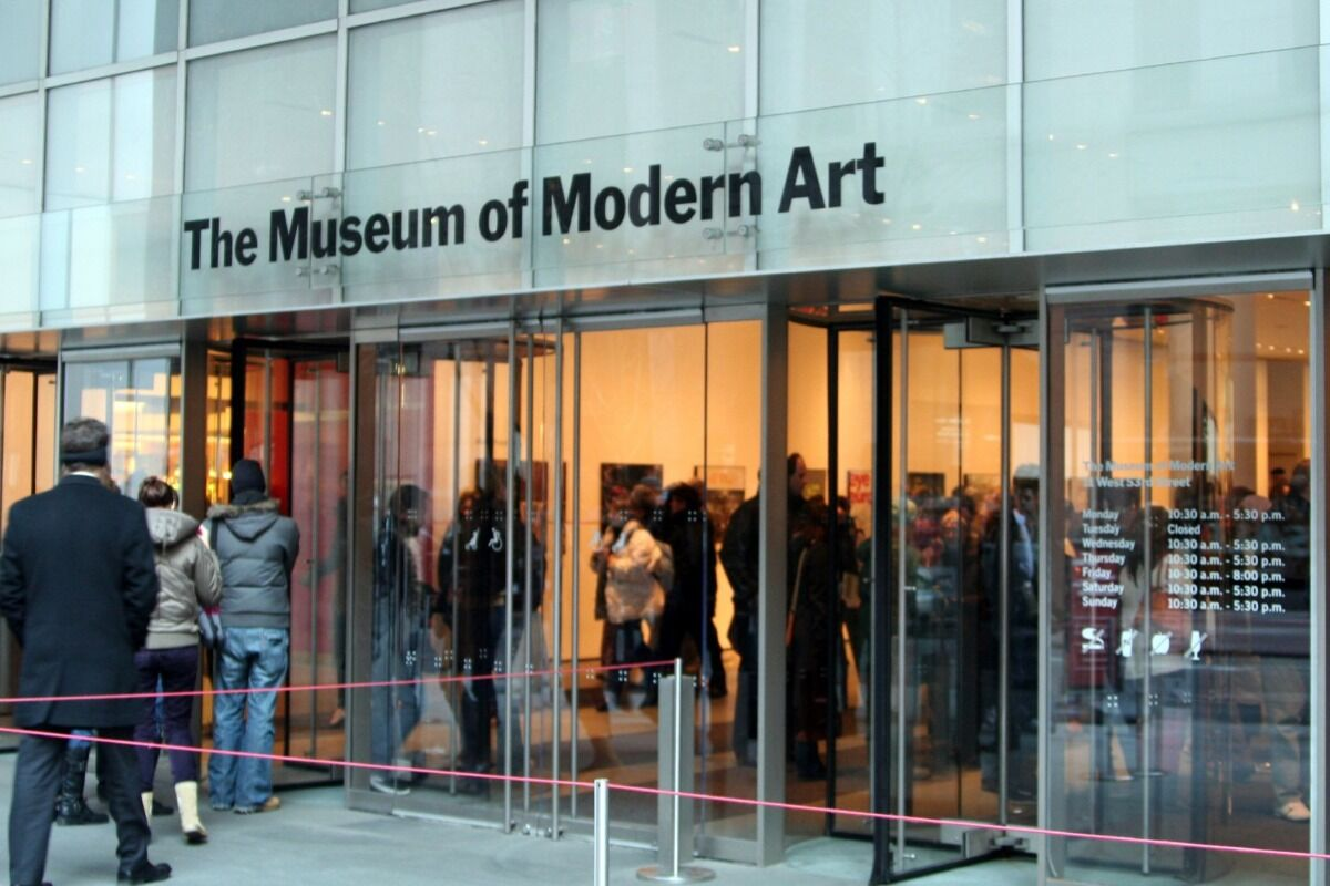 The entrance to the Museum of Modern Art. Courtesy of J Q via Flickr.