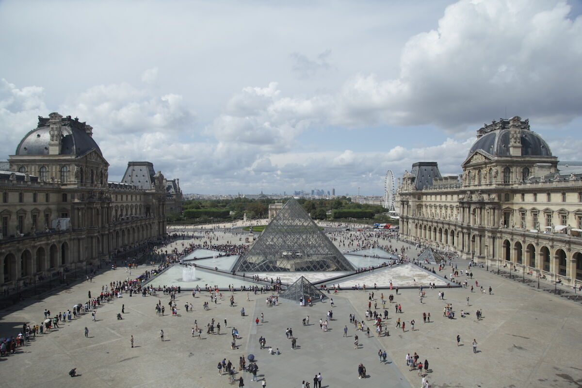 Crowds outside the Louvre museum in Paris. Photo by Brian Smith, via Flickr.