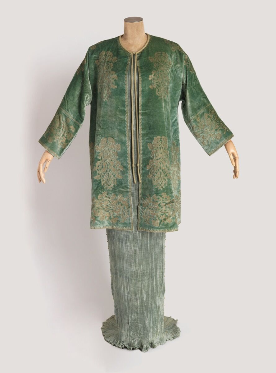 Mariano Fortuny, Delphos dress and jacket with box, 1939. Photo by Matt Flynn. © Smithsonian Institution. Courtesy ofCooper Hewitt, Smithsonian Design Museum.