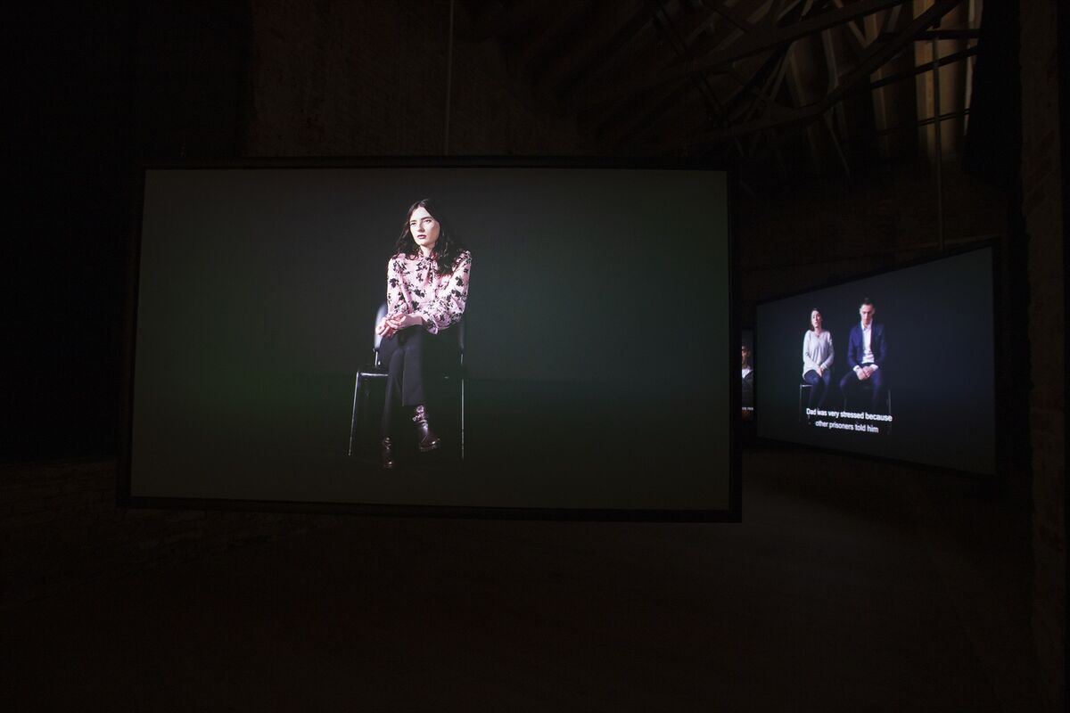 "Vista da instalação de Alban Muja, ""Family Album"", para o Pavilhão de Kosovo na 58ª Bienal de Veneza, 2019. Foto de Italo Rondinella.  Cortesia de La Biennale di Venezia."