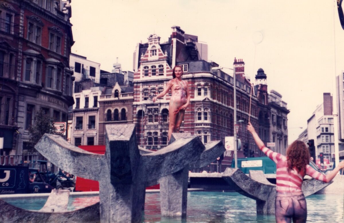 Neo Naturists, Swimming and Walking Experiment, Centre Point Fountains, Tottenham Court Rd, London, Aug 1984. Courtesy of the Neo Naturists Archive and Studio Voltaire.