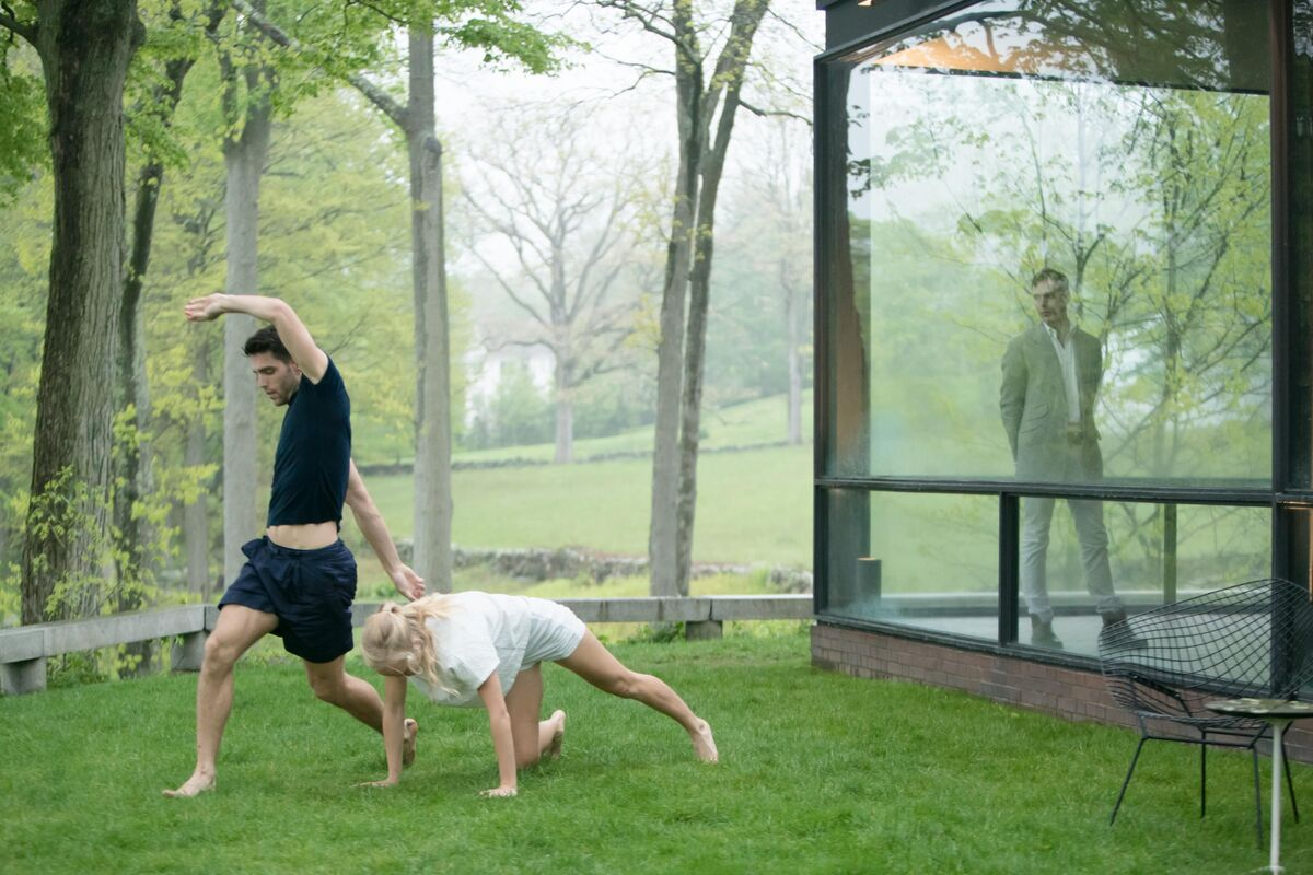 Performance view of Gerard & Kelly, Modern Living, at The Glass House, New Canaan, CT, May 2016. Pictured: Morgan Lugo and Lilja Rúriksdóttir of L.A. Dance Project. Courtesy of the artist.