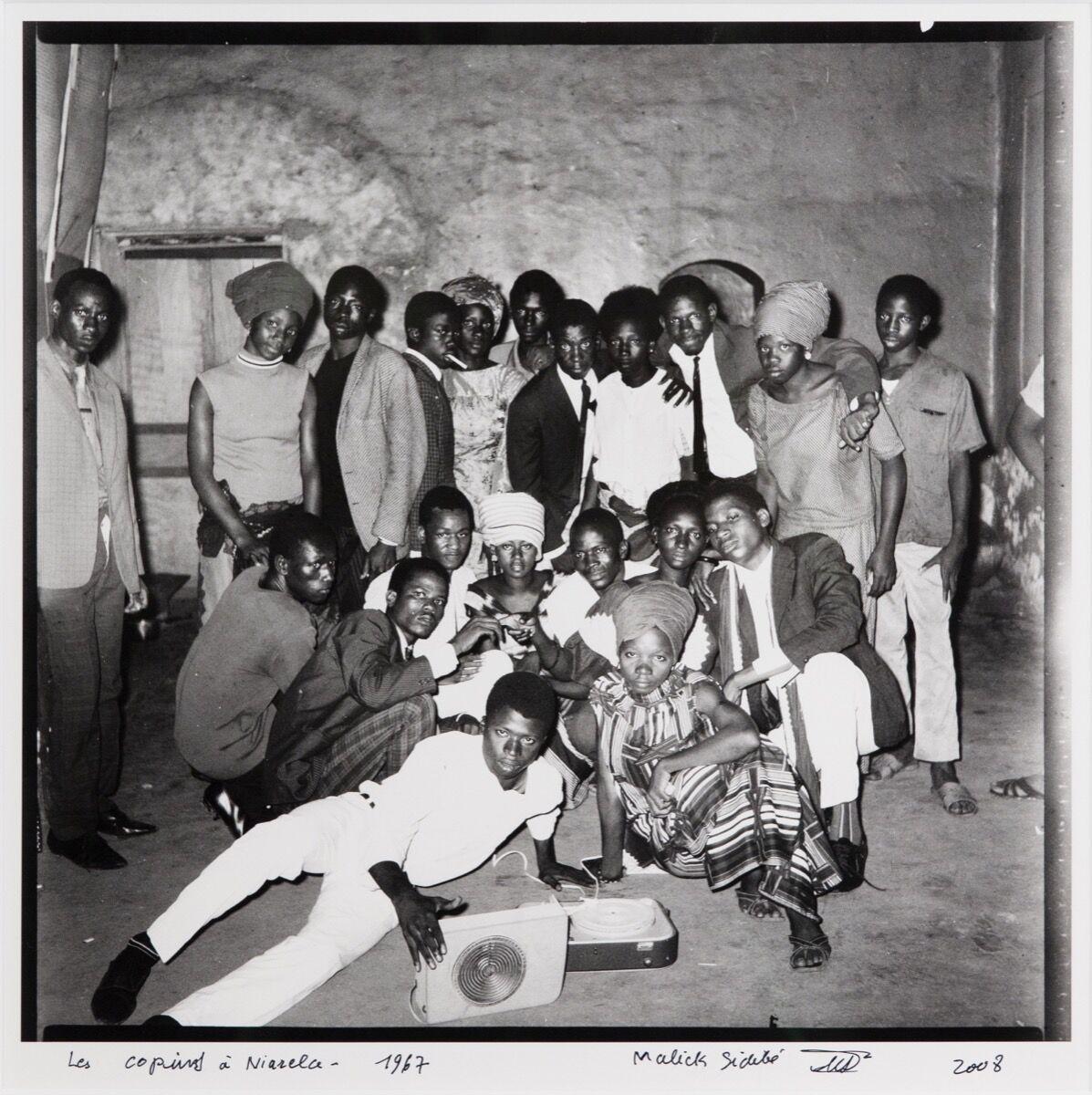 Malick Sidibé, Les copins à Niarela, 1967/2008. Courtesy of Jack Shaiman Gallery.