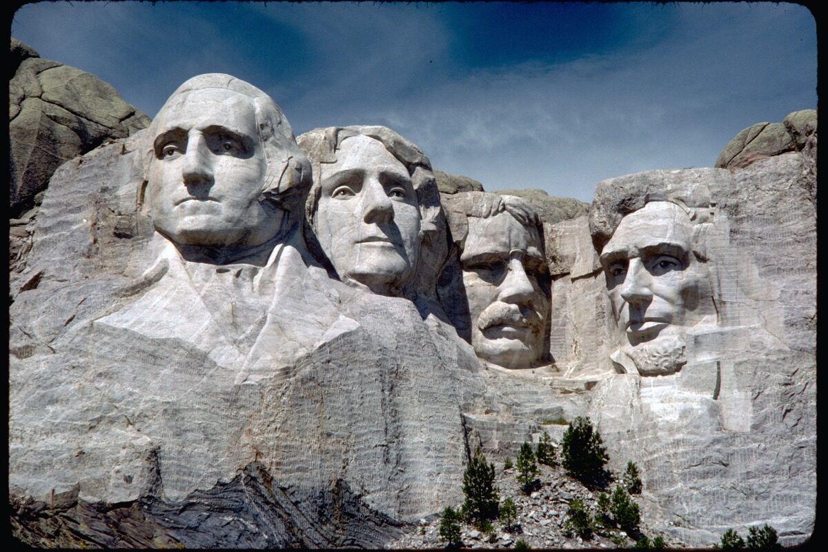 Gutzon Borglum, monumento nacional del Monte Rushmore, 1927-41.  Foto a través de Wikimedia Commons.